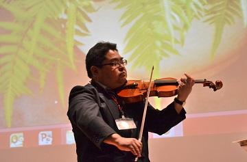 佐々木秀法先生によるバイオリン演奏