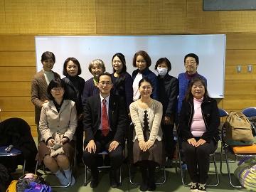 天野慎介理事長、多和田奈津子理事、齊藤光江教授、ねむの会やボランティアの皆様